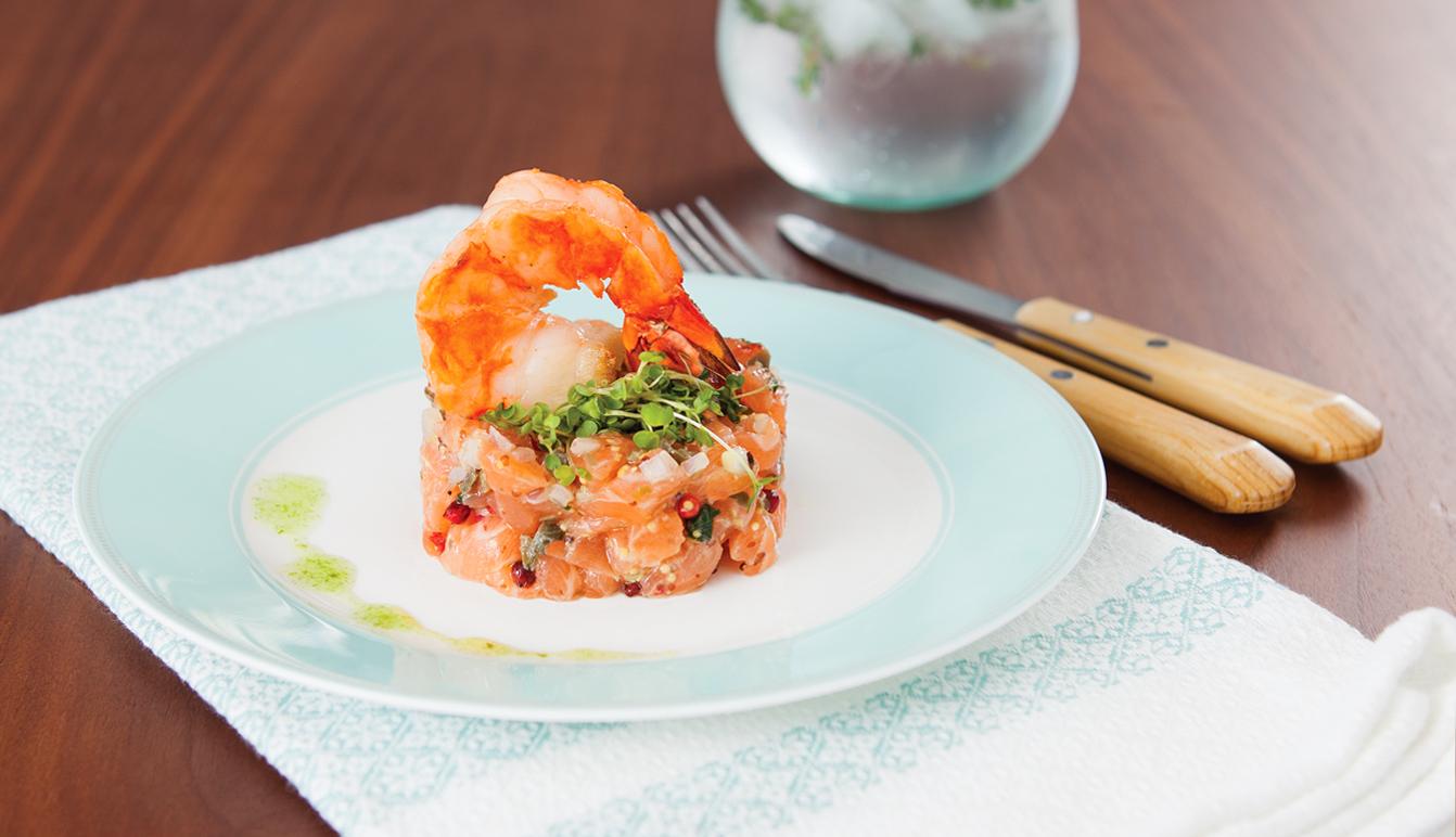 Tartare de saumon au pamplemousse et poivre rose